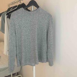 Skön tröja från H&M. I bra skick och gjort av superskönt material