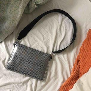 Väska från Carin Wester, knappt använd! Köparen står för frakt (29 kronor). Kan även mötas upp i Stockholm.
