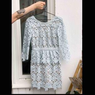 En fin blå klänning klänning från Fall Winter Spring Summer.  Har använts få gånger. Fri frakt!📦
