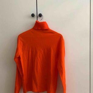 Neon orange polo tröja, superfin å skön men knappt använd💕