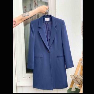 En fin blå kappa från Perrie. Har använts få gånger. Fri frakt!📦