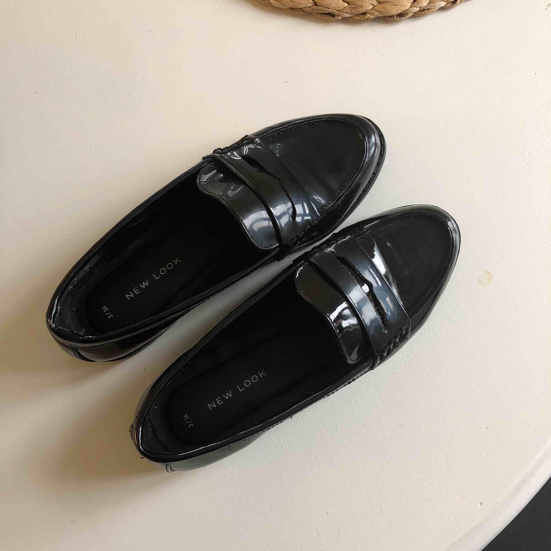 Snygga loafers i strl 36, köparen betalar frakt . Skor.