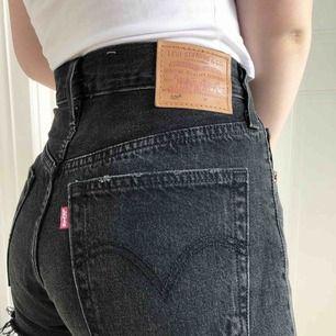 Levi's shorts. Storlek 27, som en S Använda endast 2 ggr, nyskick 250 ink frakt!!