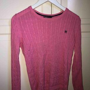 Rosa kabelstickad tröja från Gina tricot