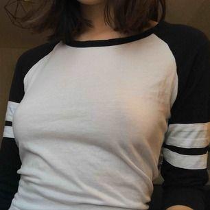 Kortärmad tröja från New Yorker! Inte använd särskilt mycket. Pris kan diskuteras! Möts upp i Gävle eller så betalar köpren för frakt.