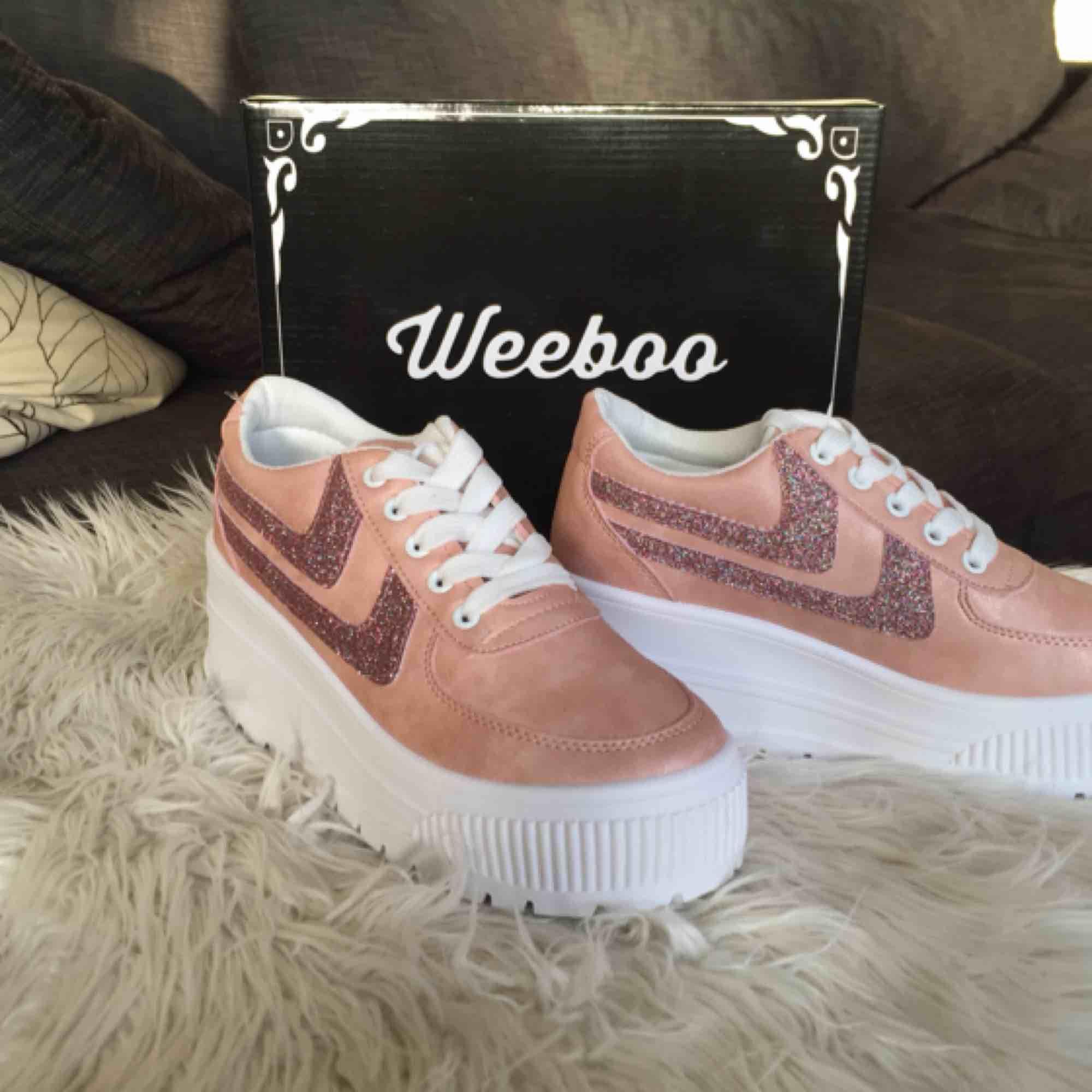 e40bb34ef77 Helt nya oanvända Weeboo Miss Walk It Out Platform Sneakers Kitty Blush i  färg Light Pink ...