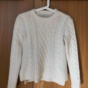 Stickad tröja från Abercrombie&Fitch! Kostar 100kr (fri frakt!!) 💓