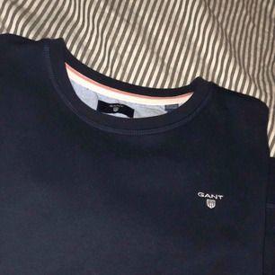 Snygg oanvänd Gant tröja passar XS-S💗 Köpt för 600kr  Tar swish eller kontant Tröjan hämtas upp hemma hos mig eller postas med fraktkostnad!