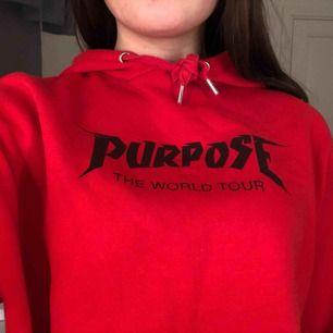 Säljer denna cropade hoodie pga utrensning, bara använd ett fåtal gånger alltså i bra skick!:)