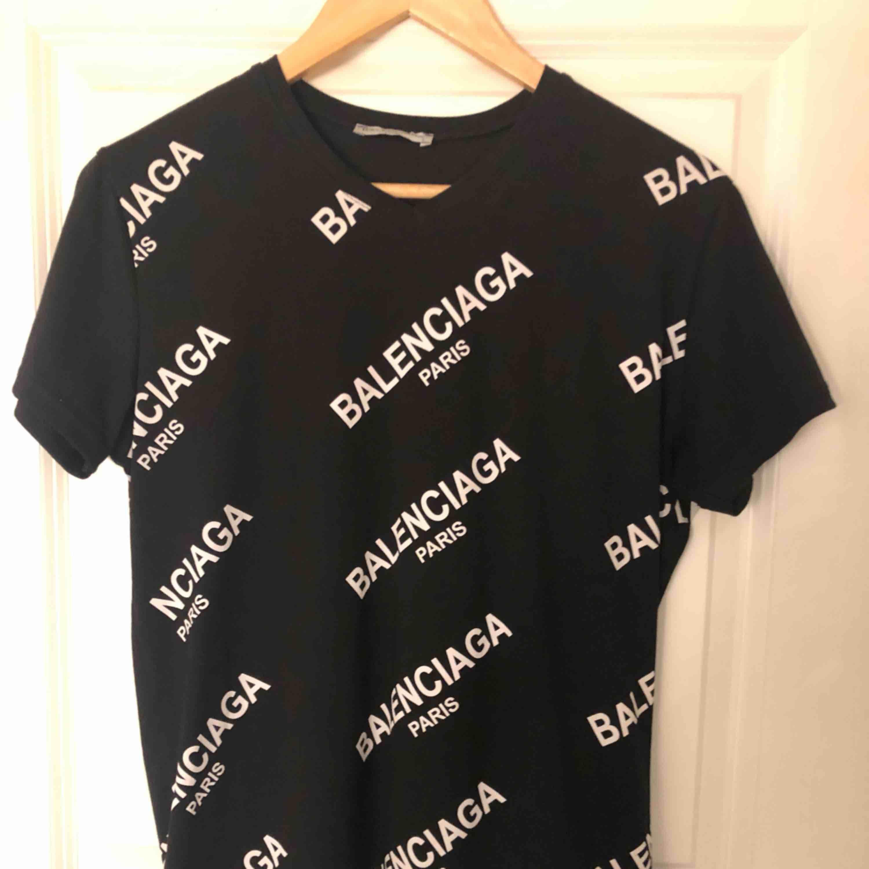 Fake Shirts Balenciaga Shirt Second T Använd Hand 80NkOXZnwP