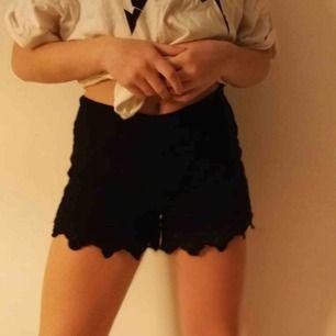 Jätte fina shorts i spets från cubus😍 köparen står för frakten❤️