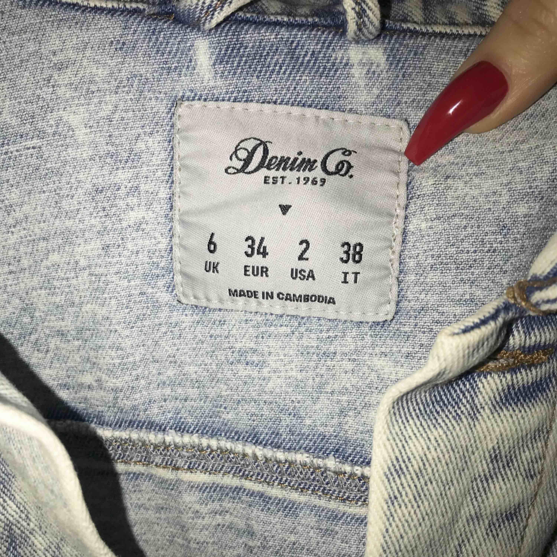 Jeansjacka i gott skick. . Jackor.