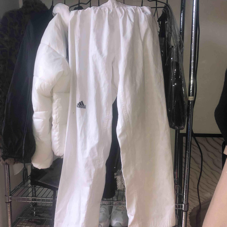 Köpta här på Plick men passade ej som önskat så säljer vidare 😇. Jeans & Byxor.