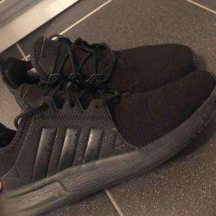 Säljer ett par svarta Adidas ortholite i storlek 39. De ser helt nya ut, har inga slitage och knappast använts. Säljs för 300kr!