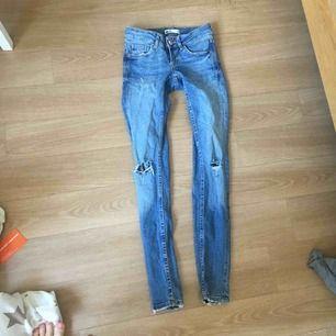 Jeans jag aldrig fått användning av, från GinaTricot. Frakten är i räknad i priset😊