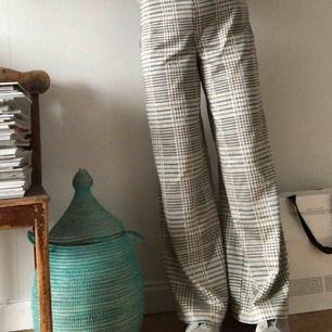 Superfina byxor, endast provade. Köpare står för eventuell frakt om du inte kan mötas upp i centrala Stockholm.