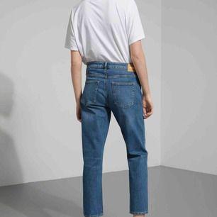 Supersnygga jeans i modellen beat mid standard från weekday. Bekvämaste byxorna! Jättebra skick, knappt använda