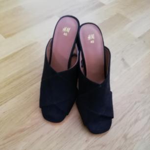 Oanvänd heels från H&M i svart i storlek 40