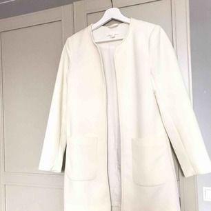 Vit Vår kappa från H&M  i fräscht skick