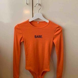 Snygg orange body!