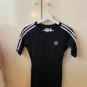 Adidas klänning, aldrig använd