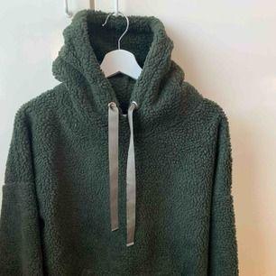 Oversized hoodie, passar mellan xs-m beroende på hur man vill att den ska sitta