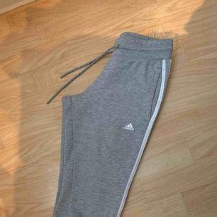 Snygga mjukis från Adidas, passar xxs/xs