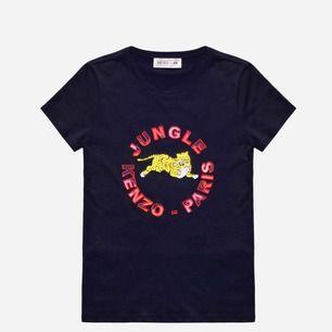 Kenzo T-shirt, de står ingen storlek men tippar på XS-S! 200kr och frakt ingår (pris kan diskuteras), väldigt bra skick <3