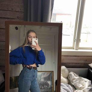 En skit snygg cropped långärmad tröja från CAP.  Den är storlek M men passar även small men är då lite oversized. 30kr utan frakt