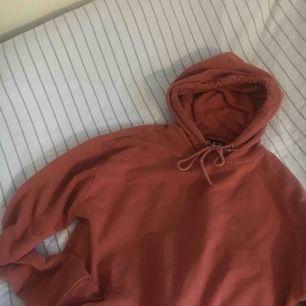 Säljer denna svinsnygga hoodien från carlings, används aldrig längre och behövs en ny ägare,