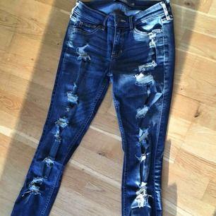 Säljer mina hollister-jeans. Bara använt ett fåtal gånger, nyskick.