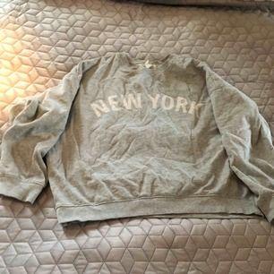 Skitsnygg sweatshirt tröja från H&M  Stl L Bra kvalité Frakt tillkommer med 80:-