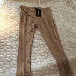 Snygga midjehöga tights perfekt med en partytopp nu i sommar dessvärre för stora för mig Aldrig använda Frakt tillkommer med 55