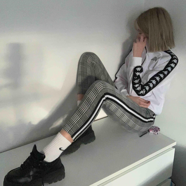 🖤snygga rutiga byxor🖤 frakt 30kr. Jeans & Byxor.