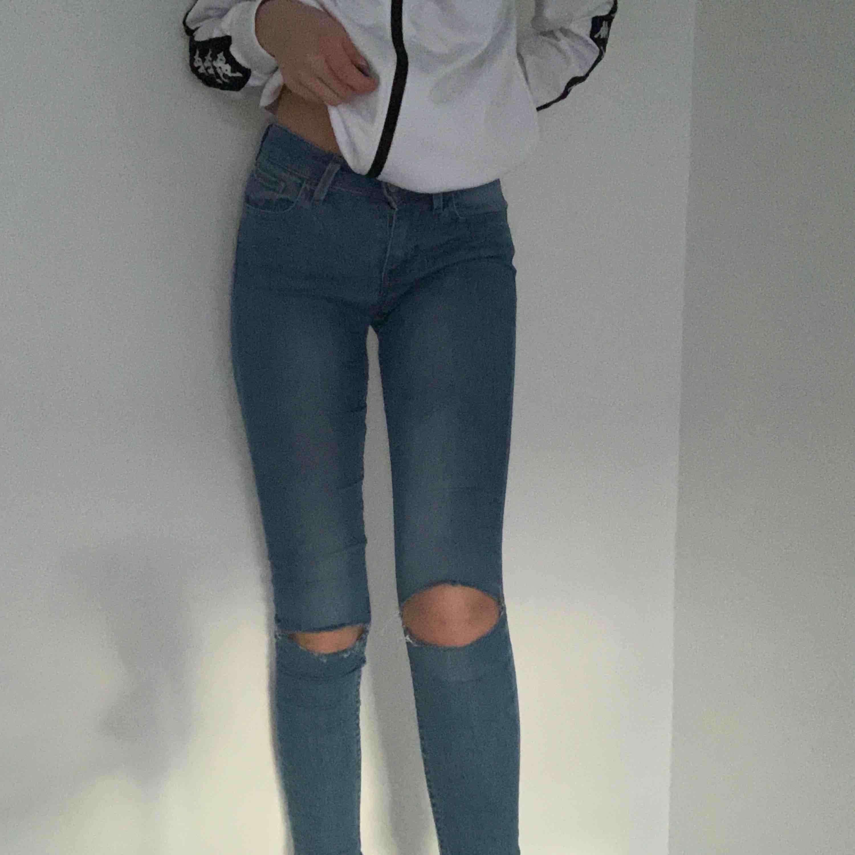 💙snygga tighta skinny jeans från Levis💙 frakt 50kr. Jeans & Byxor.