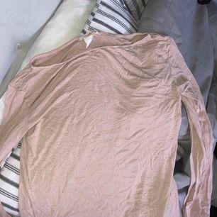 En smutsrosa långärmad tröja + frakt