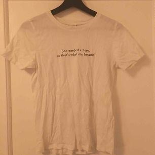 T-shirt från Gina i fint skick tvättas innan jag skickar då den legat i en låda ett tag.  Frakt tillkommer