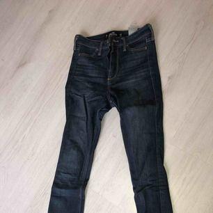 Sjukt sköna holister jeans som jag tyvärr har växt ur + frakt