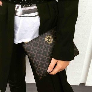 Väska från MB, aldrig använd. 400kr där frakten är inkluderad:)