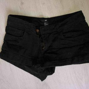 Ett par svarta sköna shorts + frakt