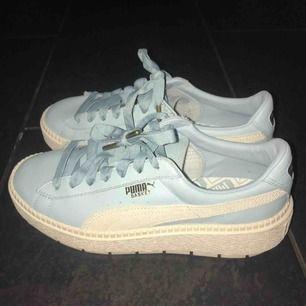 Superfina skor från Puma, köpta i New York för bara några månader sen. Helt oanvända, storlek 39.  (Frakt tillkommer, kan gå ner lite i pris vid snabb affär!)
