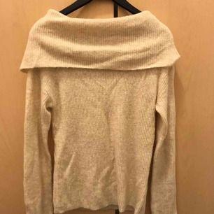 Beige stickad tröja i strl XS från Bikbok. Enbart provad