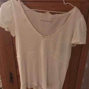 Odd Molly tshirt nyskick! Köpt förra året och använd 1 gång! Helt som ny! Säljer pga ingen användning. Passar även M! Frakt tillkommer