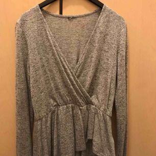 Grå tröja i strl XS från Gina Tricot. Enbart provad