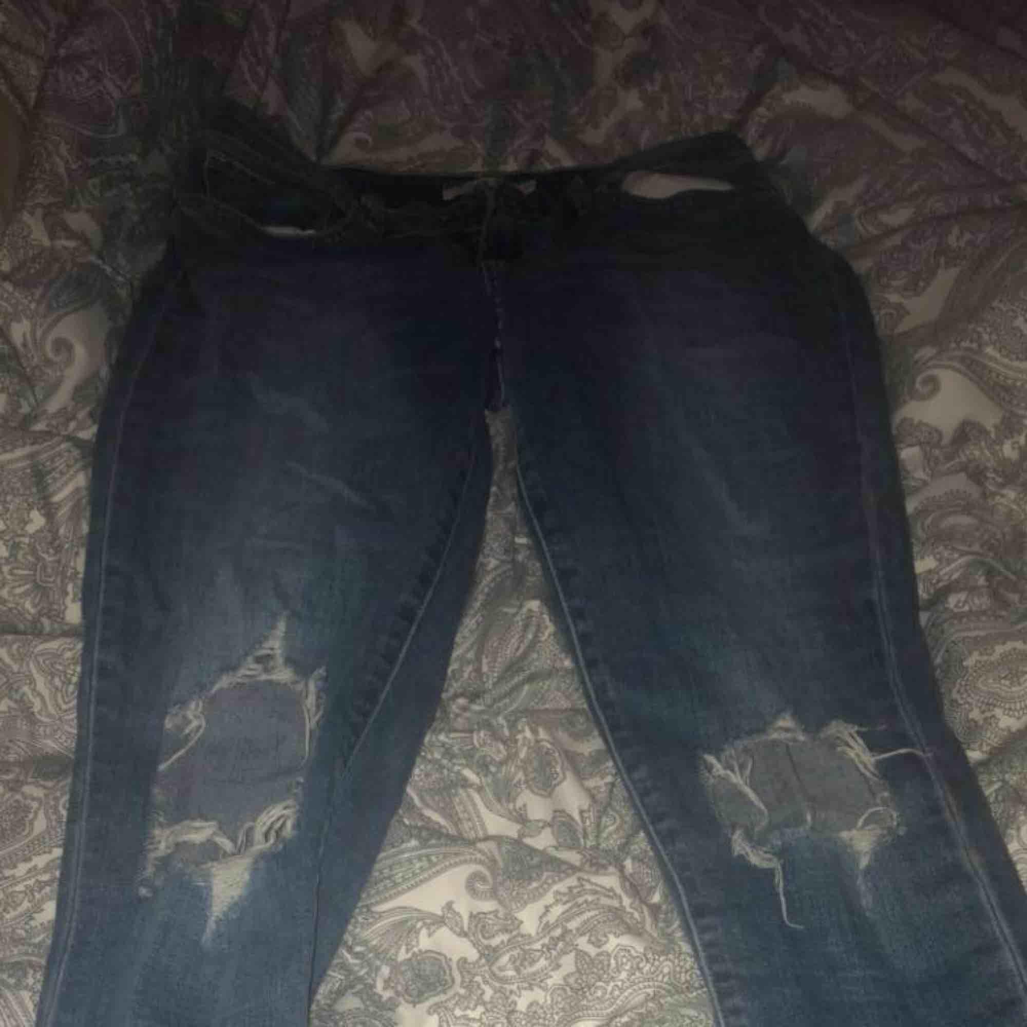 Storlekarna står på bilden vet dock inte vilken de motsvarar men skulle gissa på S/M. Jeans & Byxor.