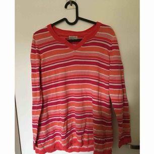 Mysig färgglad randig tröja