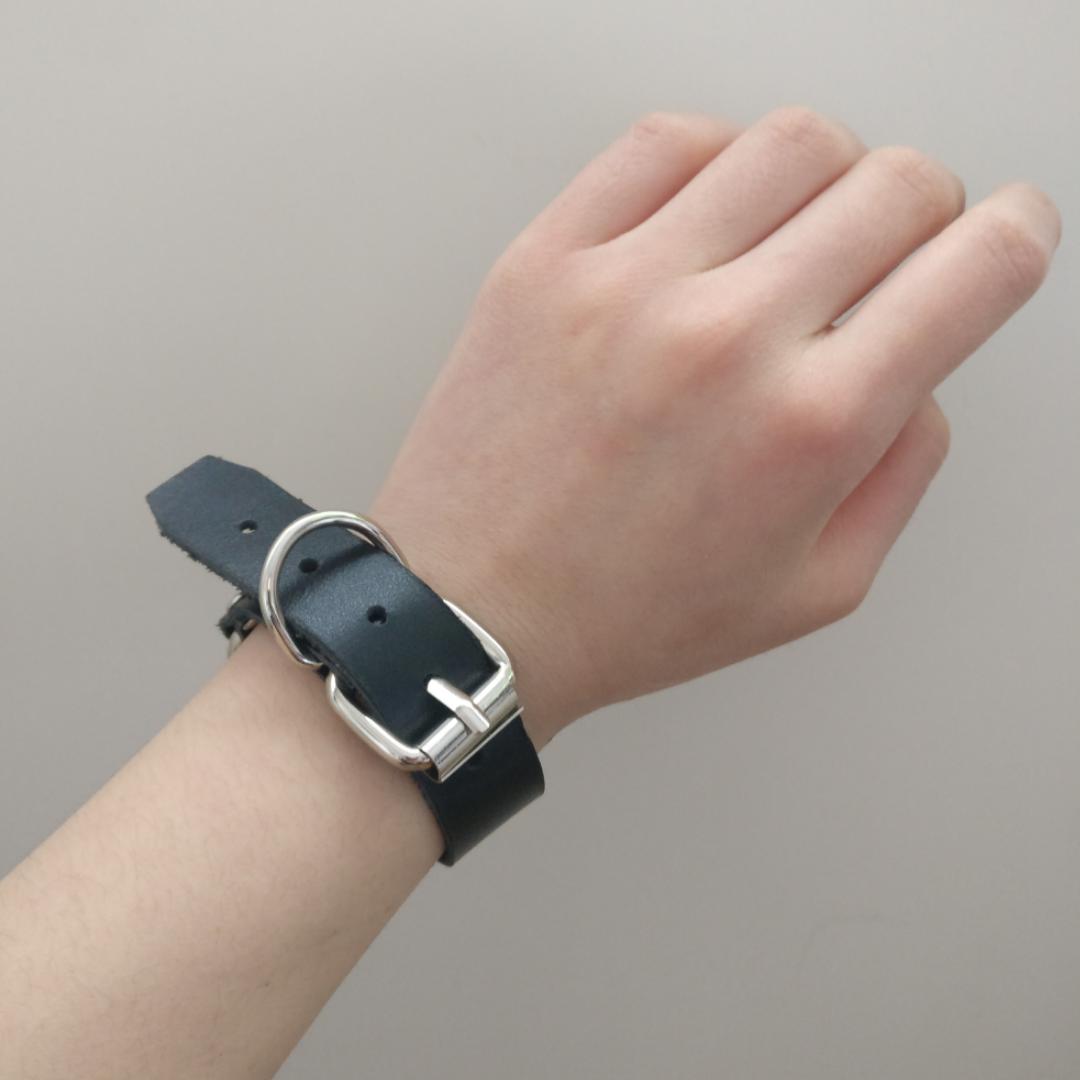 Tuff armband i äkta läder! Mycket bra skick ✨  Fri frakt 💌. Accessoarer.