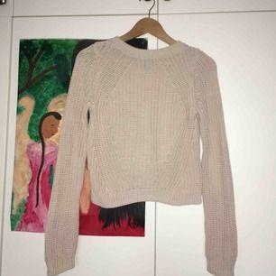 Fin gammelrosa stickad tröja! Sparsamt använd utan skråmor, kan mötas i Stockholm och annars tillkommer frakt: 55 kr💕