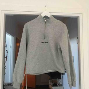 en halfzip tröja från Sweet sktbs, köparen står för frakten