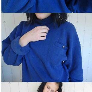 Sjukt skön sweatshirt med fodrat material innuti! Osäker på storleken men gissar på M/L